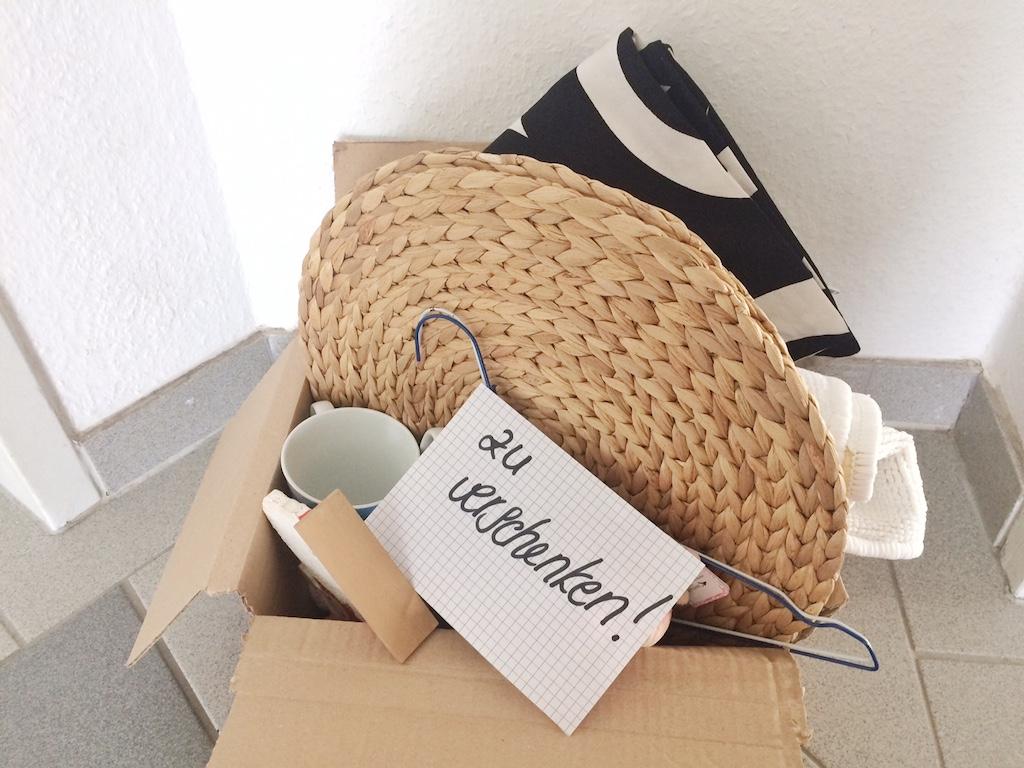 """Minimalismus für Anfänger- wo werde ich ausgemistete Gegenstände los? """"zu verschenken""""- Kiste"""
