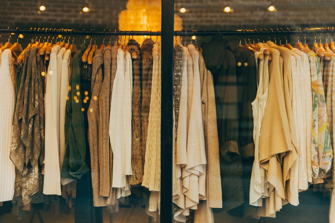 Kleiderstange in einer Boutique