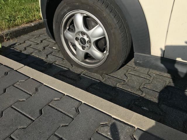 No Buy Challenge- aufgerissener Reifen