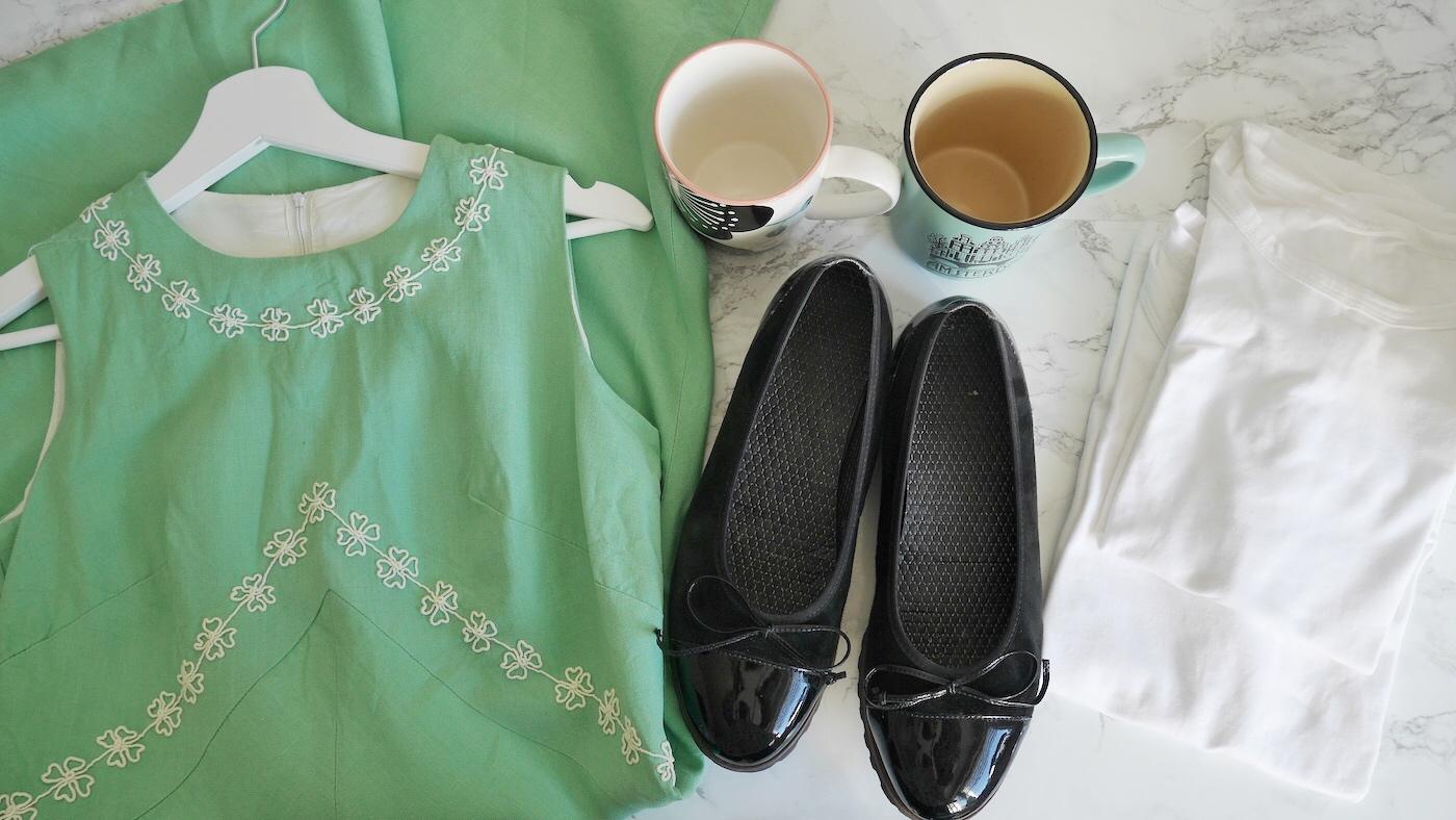 Gekaufte trotz No Buy Challenge: Kleid, T-Shirts, Schuhe, 2 Tassen