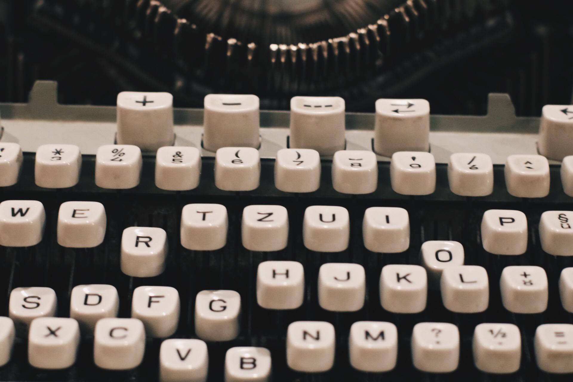 Schreibmaschine Minimalismus ABC