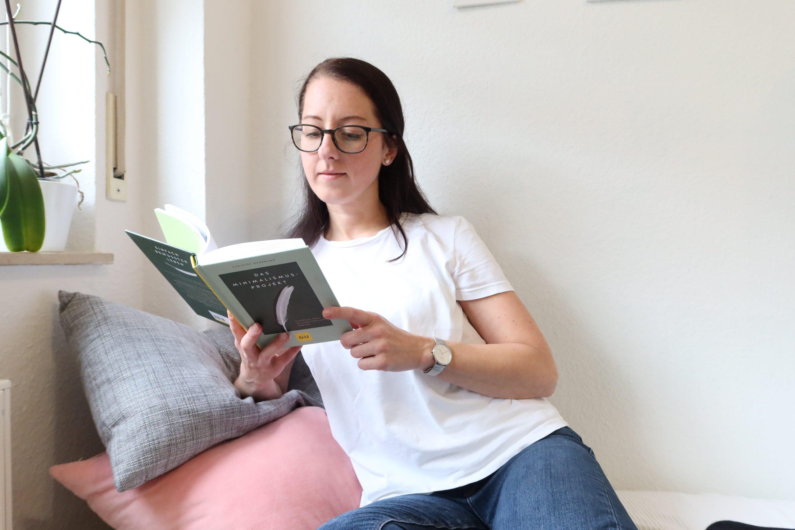Estherloveslife liest das Minimalismus-Projekt