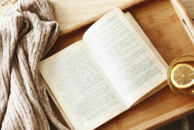 Was liest eine Minimalistin? – Ein Blick in die Stapel meiner Bücher