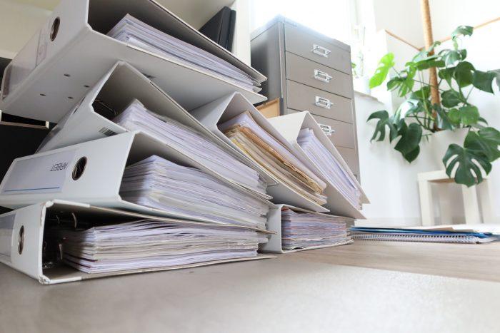 Stapel an Dokumentenordnern