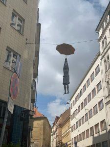 Monatsfazit August_Frau_Prag